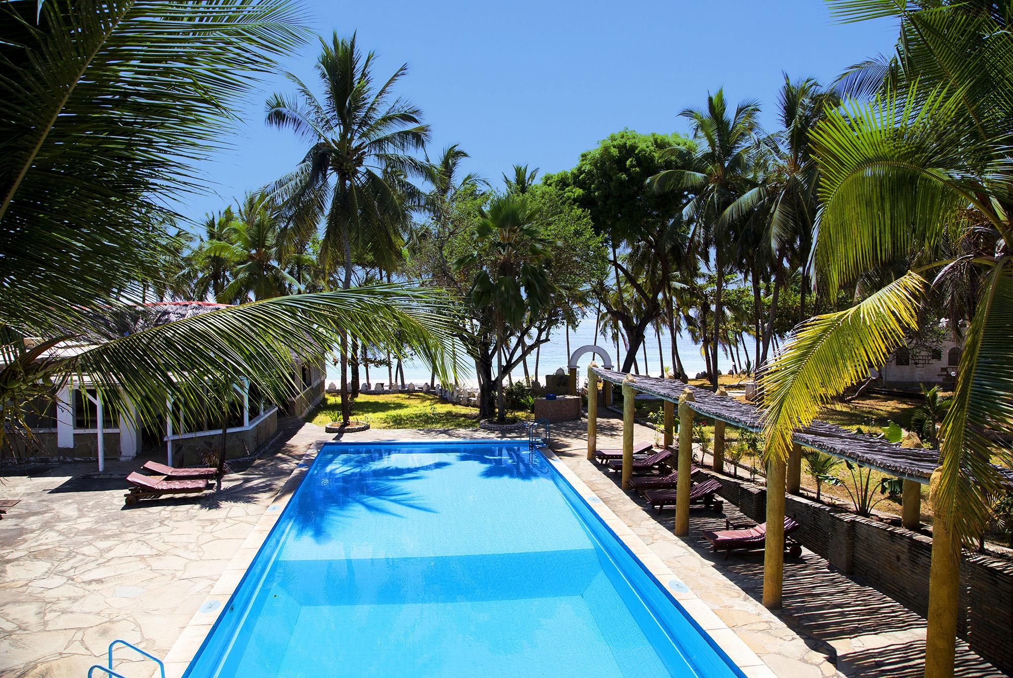 KEN_2019_6FWI_Coconut-Beach_OCO1746_2000